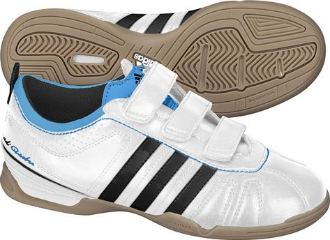 adidas hallenschuhe adiquestra gr 32 klett schuhe ebay. Black Bedroom Furniture Sets. Home Design Ideas